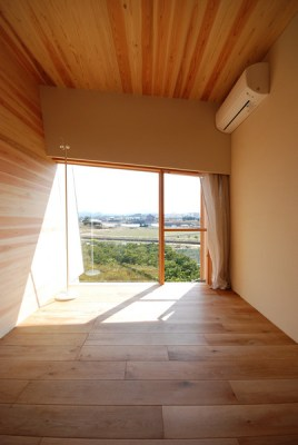 Bedroom window (Image Courtesy Mitsutomo Matsunami)