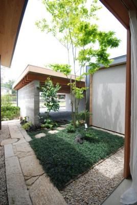 Courtyard (Image Courtesy Mitsutomo Matsunami)