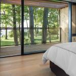 Master Bedroom (Image Courtesy Ben Rahn/A-Frame Inc.)