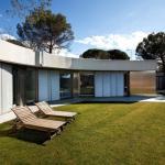 Exterior View (Images Courtesy Silvio Posada)