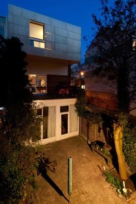 Back facade nightview (Image Courtesy Ossip van Duivenbode)
