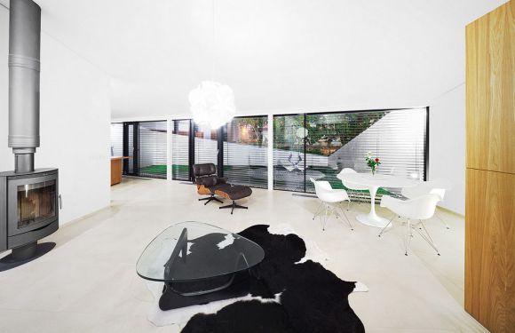 Interior View (Images Courtesy Paťo Safko)