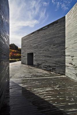 Wine cellar entrance view (Image Courtesy Alberto Plácido 2010)