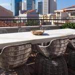 Balcony : Image Courtesy Herzsage & Sternberg Architects