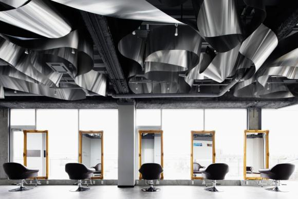 Image Courtesy ©  Atsushi Ishida, haircutting area(day time):a gentle flow and a high ceiling