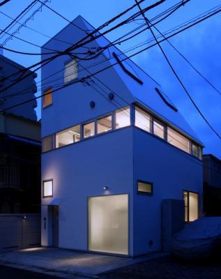 Night view, Image Courtesy © Shinsuke Kera / Urban Arts