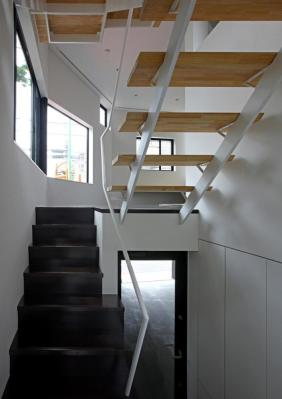 View from the stair; looking toward to main floor living area and ground floor garage , photo © Shinsuke Kera/Urban Arts
