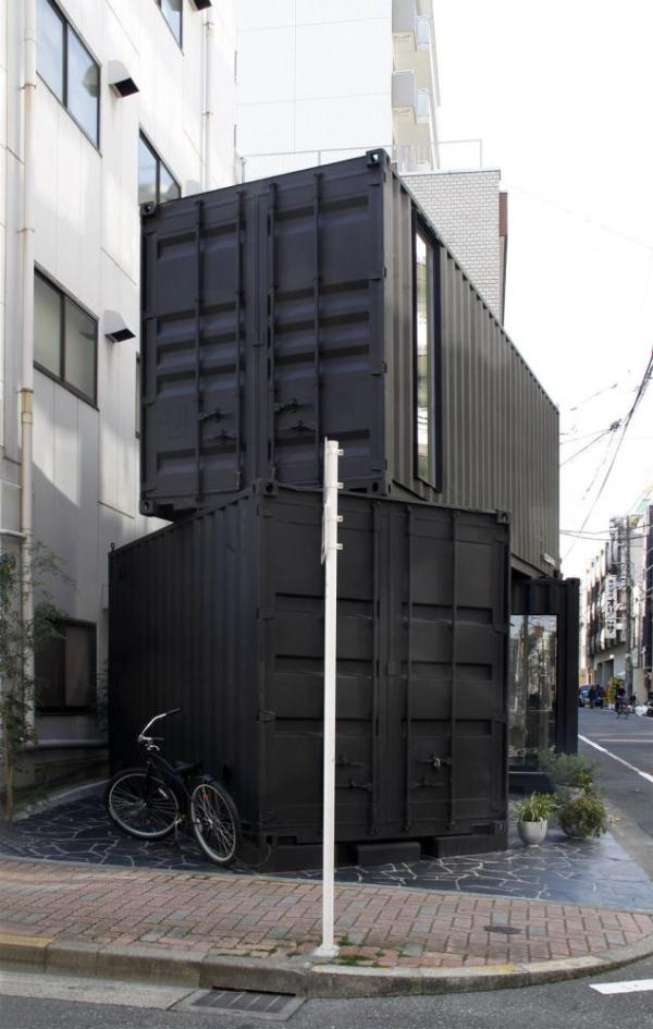 The hatches can be closed from inside, easy to control security,  Image Courtesy © Tomokazu Hayakawa Architects