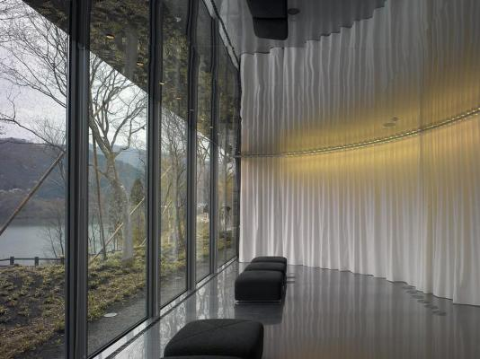 the lounge facing to the lake KUSAKI, Image Courtesy © Christian Richters