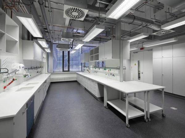 Modern future-proofed laboratories which use space efficiently and flexibly, Image Courtesy © Hans-Jürgen Landes
