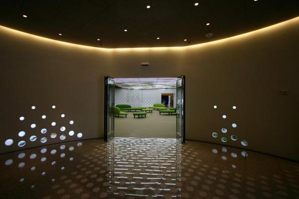 looking at the lobby from the entrance hall, Image Courtesy © Makoto yokomizo