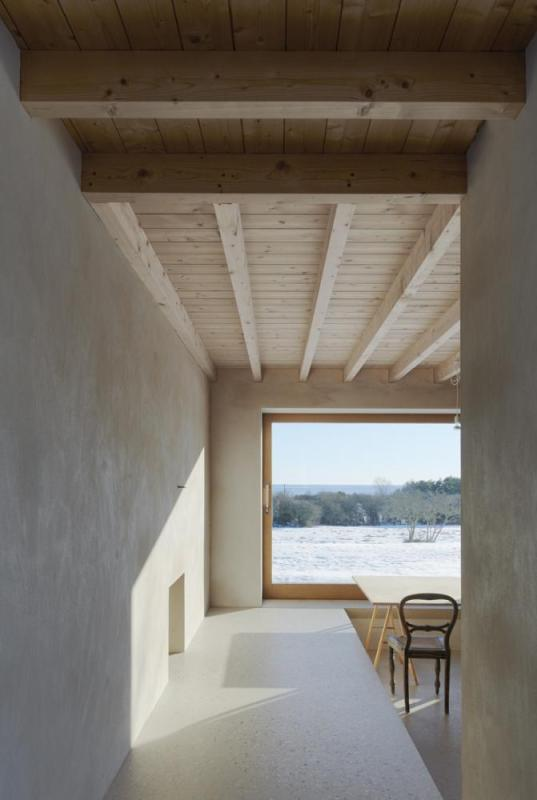 The passage between kitchen and dining room, Image Courtesy © Åke E: son Lindman