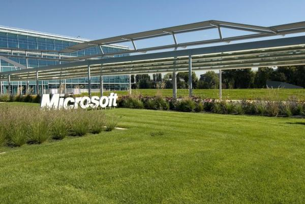 Arrival to the Microsoft Italia Campus, Image Courtesy © Enzo Barraco