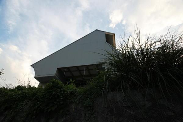 view from east, Image Courtesy © Kikuma Watanabe