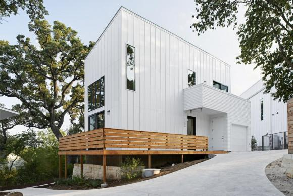 In working with a limited budget and economical materials, we placed extra attention on massing and fenestration. This particular house is 850 square feet of living space and includes two bedrooms and one and half baths. Simplicity of form with dynamic elements and limited use of color creates an impactful form without being overly dramatic. , Image Courtesy © Craig Washburn
