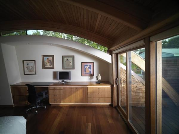 The Guest Bedroom in context to the Entrance Passage way, Image Courtesy © Robert Harvey Oshatz, Architect