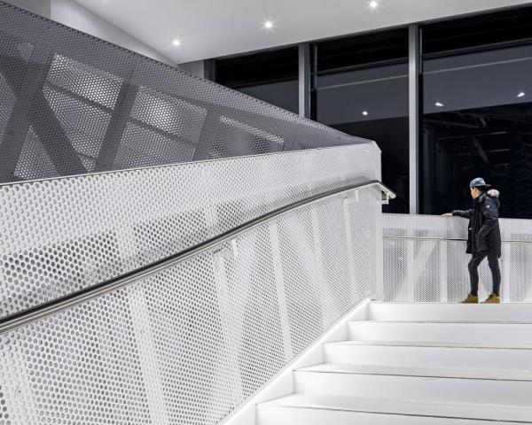 Staircase leading from the shopping arcade to the theater, Image Courtesy © Tuomas Uusheimo