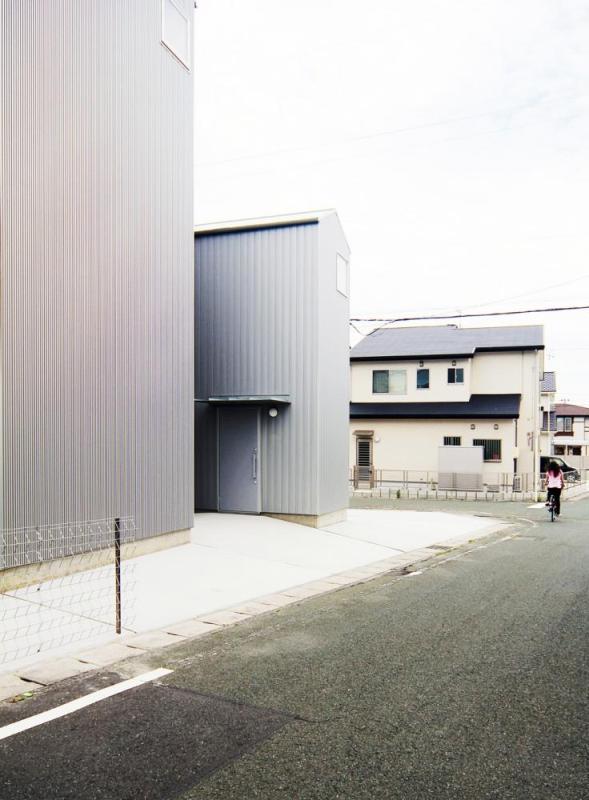 view around entrance, Image Courtesy © Shuhei goto architects