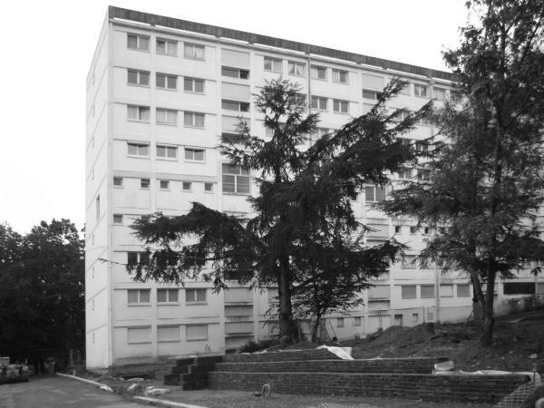 Building before demolition and rehabilitation, Image Courtesy © Jacques Boucheton Architectes
