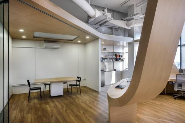 The meeting room can be opened up to be part of the overall space. It comes with a retractable table and transforms into a casting studio at the touch of a button, Image Courtesy © Edward Hendricks, CI&A Photography