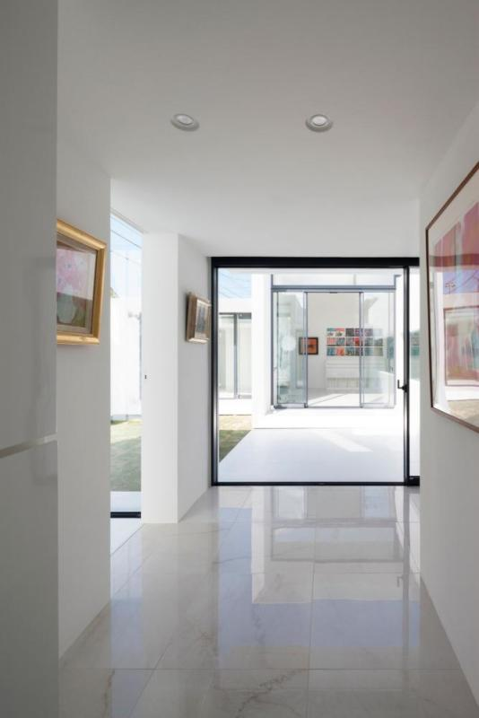 From the front door, the living room is visible beyond the courtyard (south garden), Image Courtesy © Hiroshi UEDA