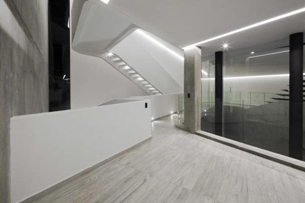 First floor open space, Image Courtesy © Onnis Luque