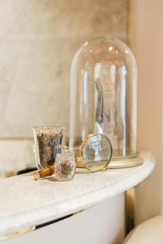 Tea-to-go counter detail, Image Courtesy © Kate Berry