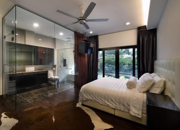 Master bedroom with en suite, Image Courtesy © H. Lin Ho
