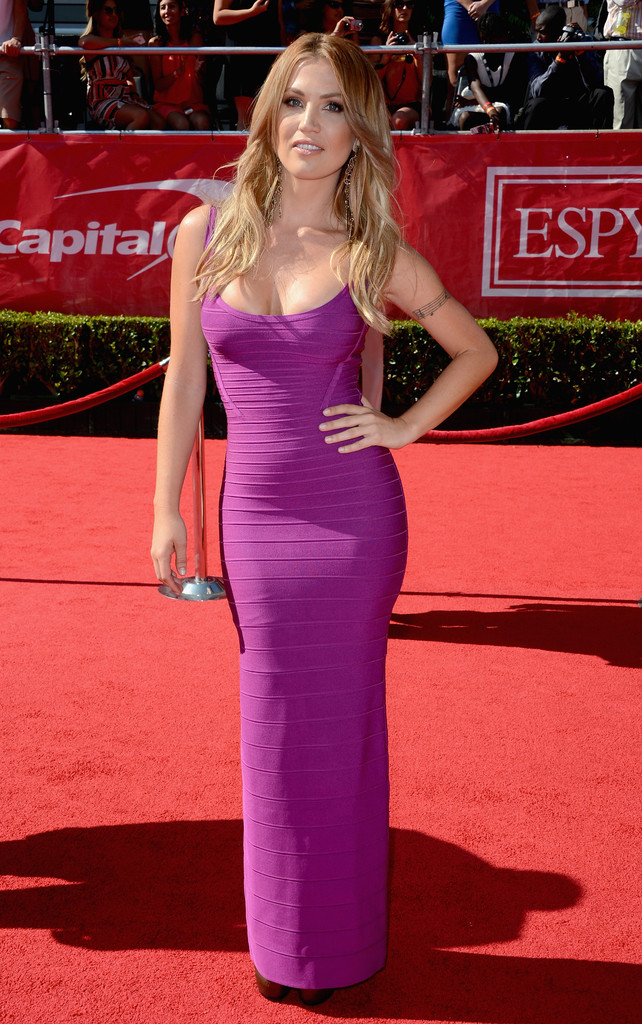 Fall Leave Wallpaper Willa Ford In Purple Perfection Best And Worst Dressed