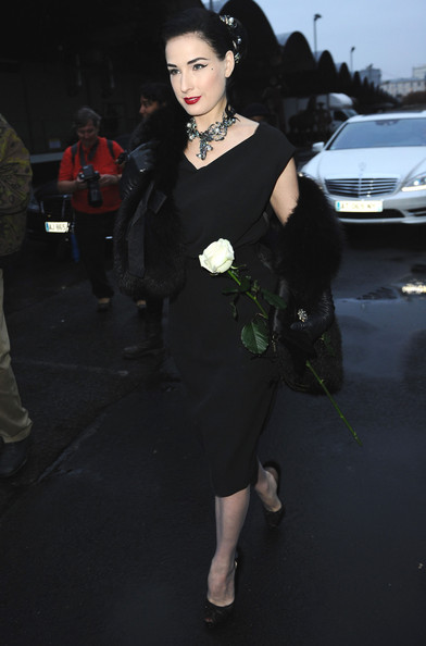 Dita+Von+Teese+Paris+Fashion+Week+Spring+Summer+xx5PFdAC35Ul PFW Front Row: Dita Von Teese Hits Paris Shows %tag