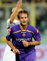 Alberto Gilardino of Fiorentina celebrates after scoring the second  goal during the Serie A match between ACF Fiorentina v UC Sampdoria at  Stadio Artemio Franchi on September 23, 2009 in Florence, Italy.