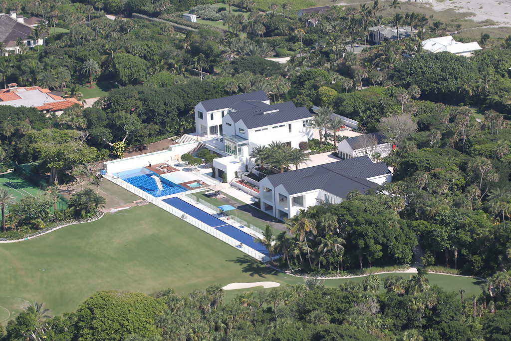 tiger woods house how many acres