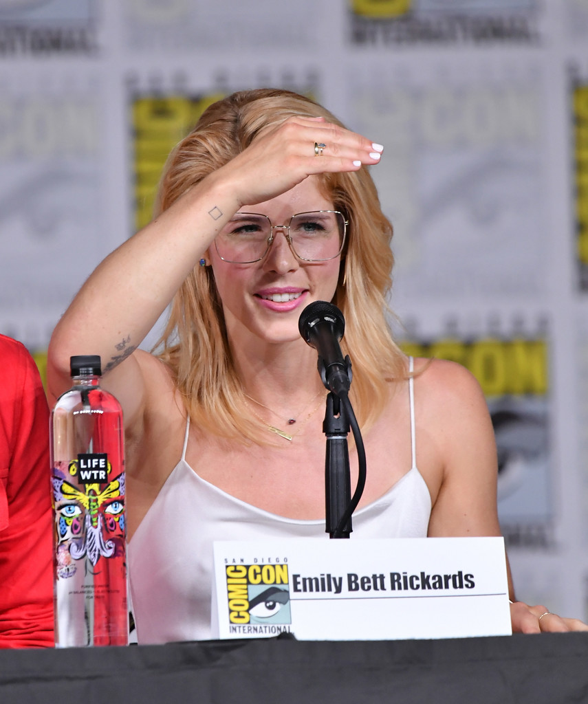 Bett Comic Emily Bett Rickards Photos Photos Comic Con International 2018