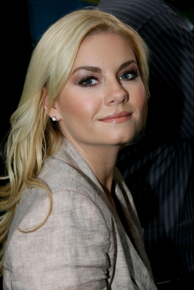Red Dress Girl Wallpaper Elisha Cuthbert Metallic Eyeshadow Elisha Cuthbert Looks