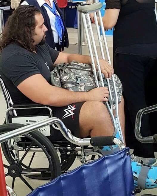 المصارع  روسيف يتعرض لإصابة (صورة) 2016 CGA3DT8W8AABbNu