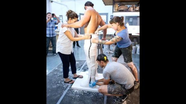 :جديد: شاهد ألبوم صور لكيفية صناعة تمثال سيث رولنز 007_SETH_08182015gd_0262-2088023706