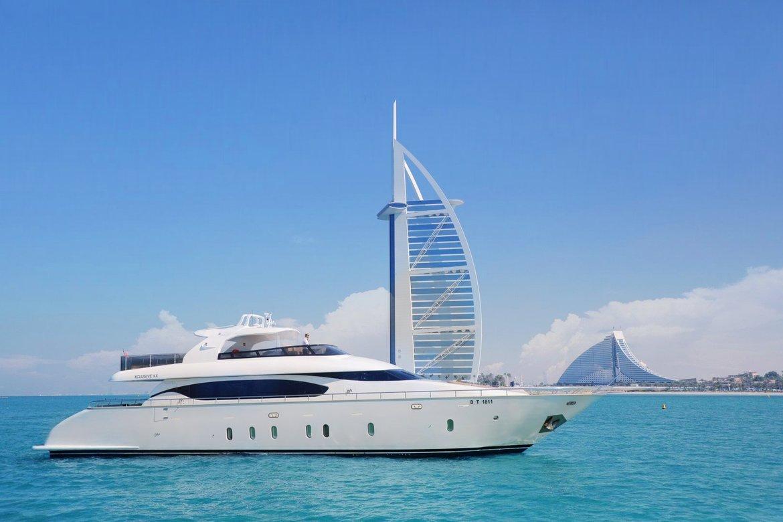 97 Big Sky Yacht Charter 157 5 Oceanfast Motor Yacht Apogee Yacht