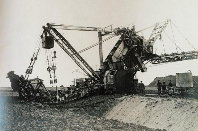 Многоковшовый эксковатор. Строительство Романовского Канала в Средней Азии. 1913 год.