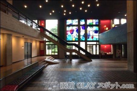 GLAYLIVE TOUR 2014 TOHOKU ナチュラル・ボーン・ヒサシ青森 ライブ コンサート 感想 レポート 画像 写真 弘前公園 外村ミエコ 母親 馴染み 場所 環境 上空 俯瞰 図 弘前市民会館 内観 ロビー 階段 様子