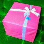 結婚祝いのプレゼント、友人や職場の同僚へ贈るときの相場は?