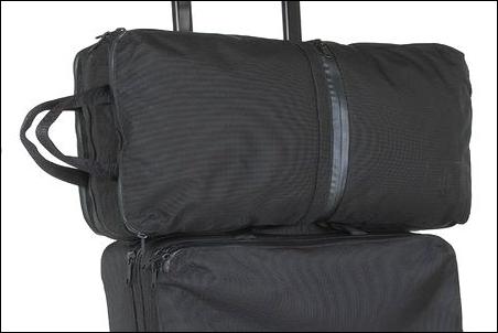スーツケース キャリーバッグ キャリーバック キャリーカバン キャリーケース キャリーオン ノートパソコン ノートPC 収納 しまう オススメ 推奨 おすすめ 飛行機 空港 機内持ち込み手荷物 預け入れ受託手荷物 製造メーカー 禁止 ダメ 危険性 説明 文章 記事 写真 画像 シャトルデイパック NM81602 ザノースフェイス 横 載せる やり方 ノウハウ 方法