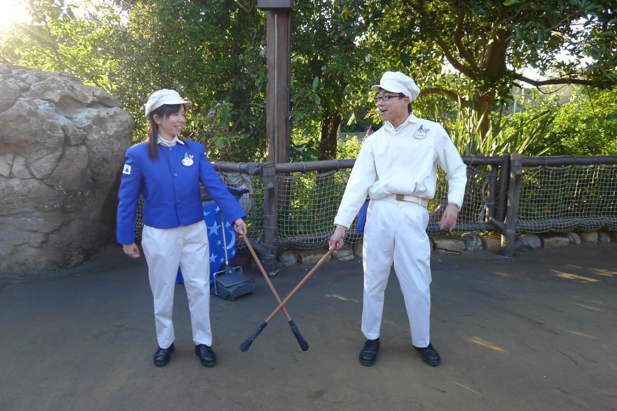 ディズニーランドのカストーディアル(清掃員)のパフォーマンスがやばい!? ディズニー都市伝説