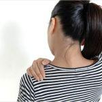 左の肩甲骨