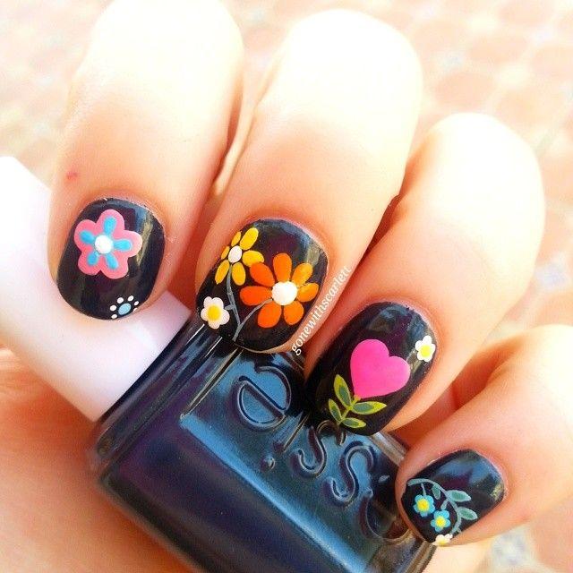 Genial galería de uñas decoradas con flores