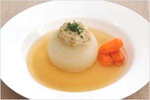 丸ごと玉ねぎの肉詰めスープ