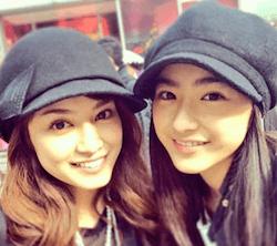 平愛梨(左)と平祐奈(右)