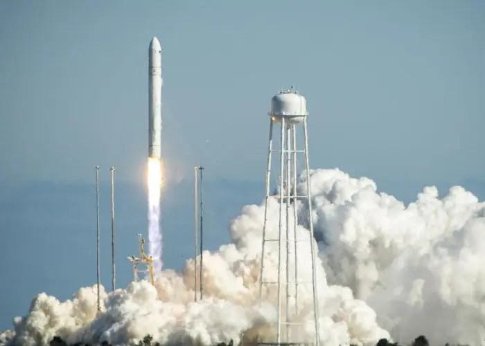 Imagel del lanzamiento de un cohete de la NASA