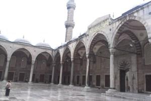 الساحة الخارجية للمسجد
