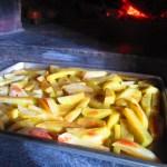 窯で焼いたジャガイモ