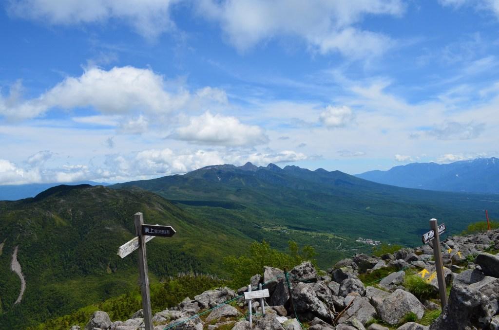 蓼科山山頂からの眺め
